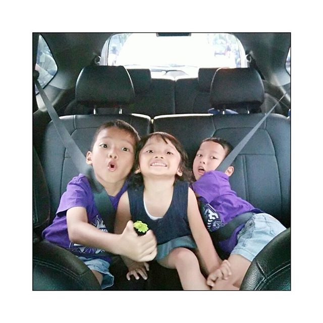 Membiasakan Anak Memakai Sabuk Pengaman/ Seat Belt